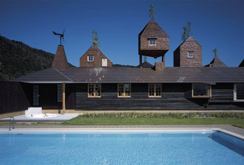 roof-house-by-terunobu-fujimori-2009brphoto-by-akihisa-masuda-japan-2009