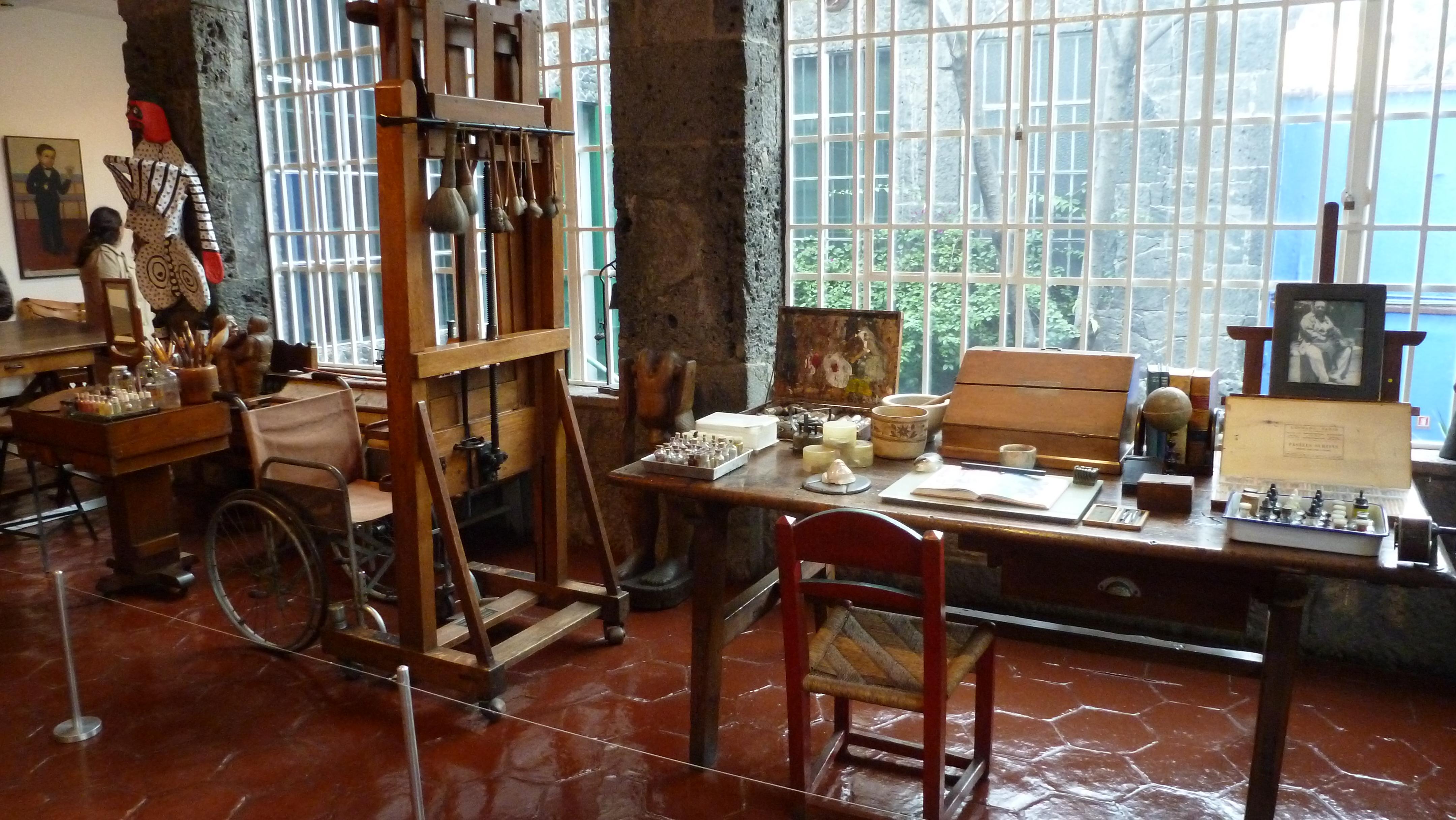 Los estudios o cuartos propios creativos de los artistas for Cuartos decorados de frida kahlo