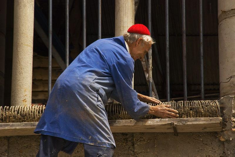 Justo-Gallego-trabajando-en-la-construcción-de-su-catedral